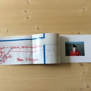 MARIE KOZMICK/ Le théâtre du vide  24 pages / impression numérique / papier coated glossy, Color Copy, Mondi, 135 et 170 g / 21,3 x 15 cm / reliure cousue 3 exemplaires /   Une rencontre entre des archives personnelles et des archives familiales, deux époques différentes pour raconter une rencontre inspirée de celle entre le Petit Prince et l'aviateur, deux personnages de mondes différents, dont l'un est ici joué par le lecteur.