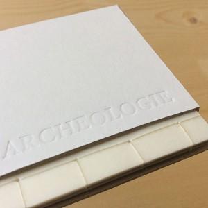 ZOE DAMEZ/ Archéologie    impression numérique / papier calque / rodhoïde / 50 g et 70 g / 9,5 x 7,5 cm / reliure japonaise et étui / 4 exemplaires   Dans le cadre du workshop livre, création d'un petit coffret composé de 4 livres au type de papier différent pour jouer avec la transparence.